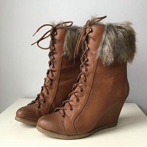 Steve Madden faux fur trim lace up wedges boots 8